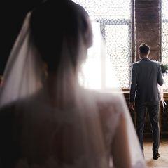 Bräutigam unter Schock als er seine Braut das erste Mal sieht
