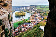 """Seine-Kreuzfahrt: Blick von Festung """"Chateau Gaillard"""" aufs Ufer der Seine"""