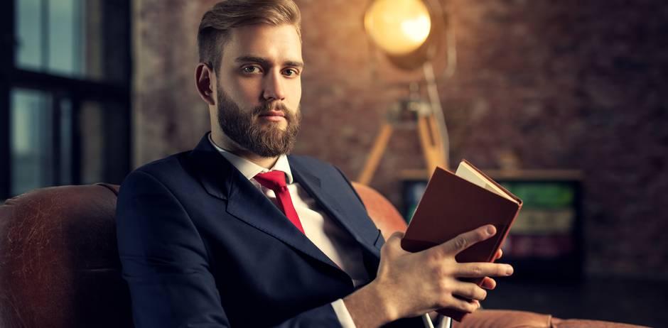 Sapiosexuell: Mann liest in Buch