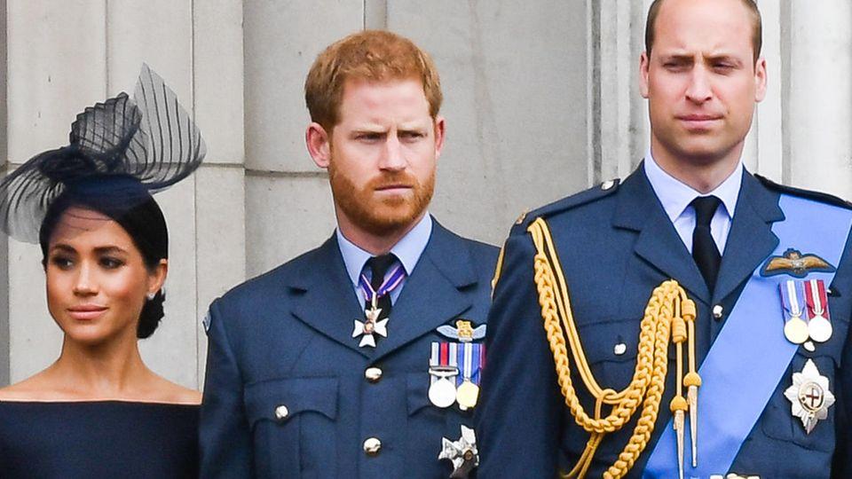 Prinz Harry mit Prinz William, Herzogin Meghan und Herzogin Kate