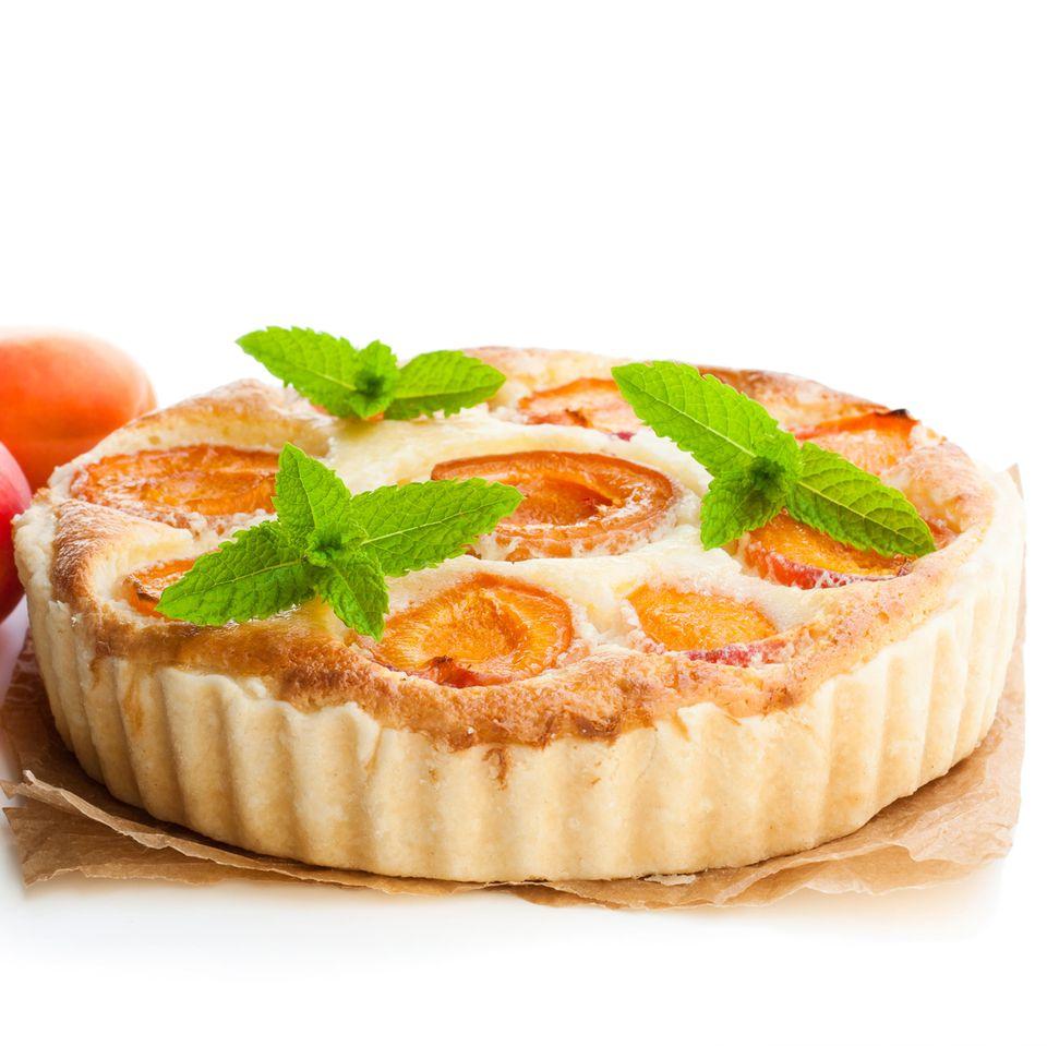 Aprikosen-Käsekuchen mit Pistazien