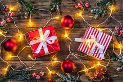 Geschenktipps für Weihnachten: Geschenke auf einem Tisch