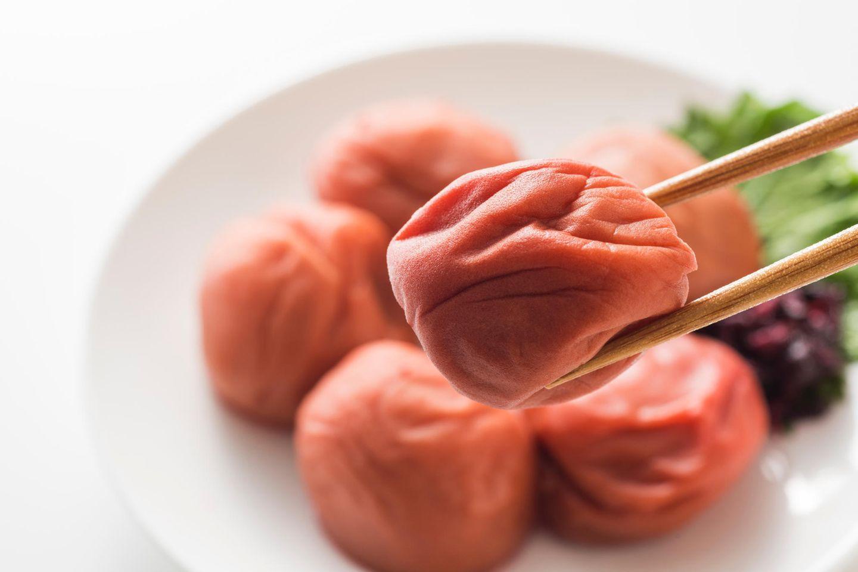 Umeboshi: Umeboshi auf einem Teller