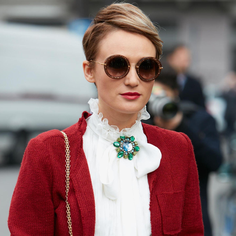Glamour-Frisuren: Frau mit Pixie Cut
