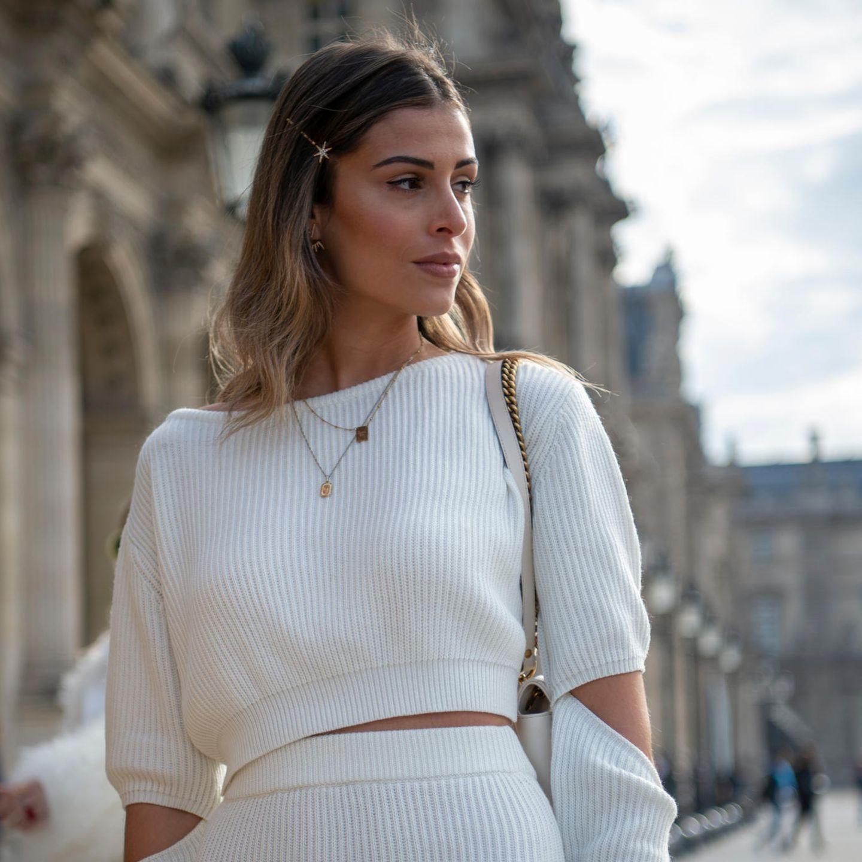 Glamour-Frisuren: Mittelscheitel mit Spangen aufgepeppt