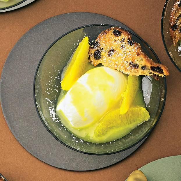 Joghurt-Lemoncurd-Mousse mit Stollen