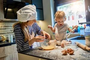 Bumm-Kekse: Mit Kleinkindern Plätzchen backen ohne Nervenzusammenbruch