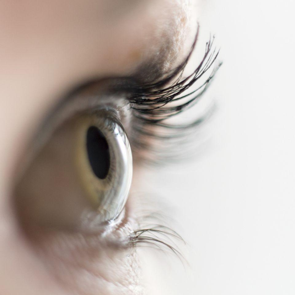 Gedanken lesen: Auge in Nahaufnahme
