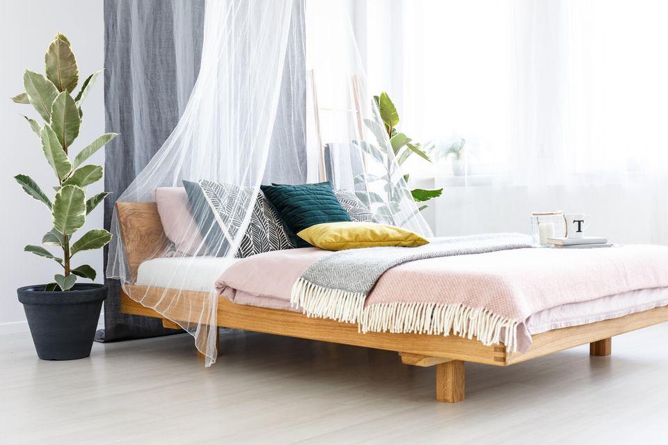 Schlafzimmer gemütlicher machen: Himmelbett
