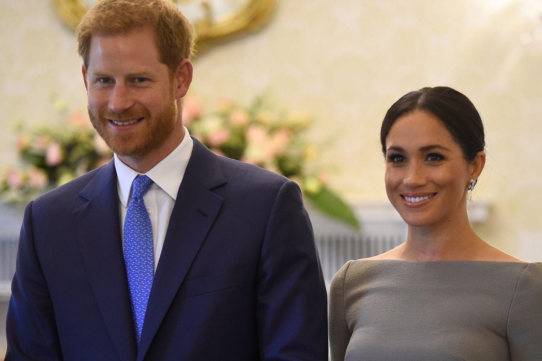 Herzogin Meghan und Prinz Harry veröffentlichen nie gesehenes Hochzeitsfoto!