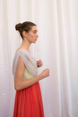 Steckfrisuren: Frau mit Ballerina-Dutt