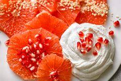 Grapefruit und Sesamquark