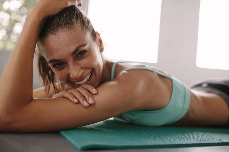 Balance Day - Frau auf Yoga-Matte