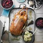 Weihnachtsgans mit Feigen-Aprikosen-Rotkohl