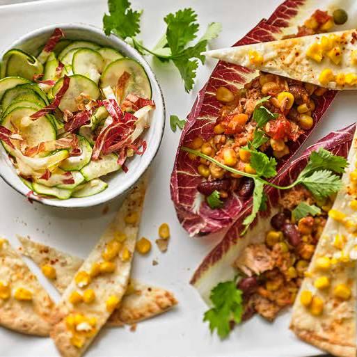 Thunfisch-Salat mit Mais-Tacos