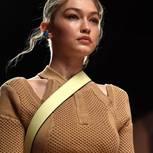 Trendfrisur der Stars: Gigi Hadid auf dem Laufsteg