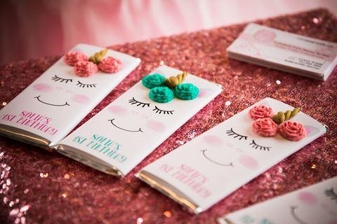 Einladungstext für den Kindergeburtstag: Selbstgebastelte Karten