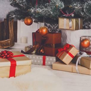 Weihnachtsgeschenke unter dem Tannenbaum