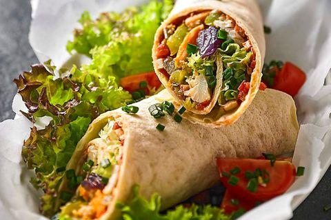 Flautas mit Röstgemüse und scharfer Tofu-Salsa