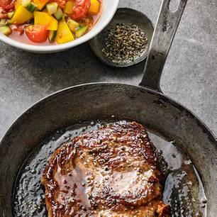 Pfeffersteak mit Kartoffel-Tomaten-Stew