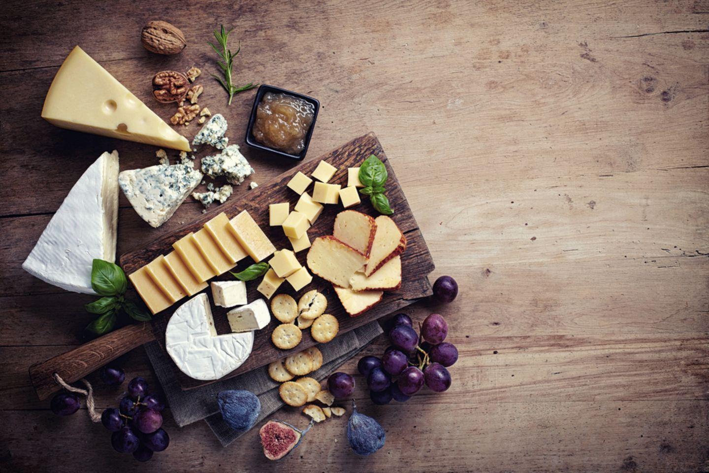 Süßes Raclette: 8 besondere Ideen: Platte mit Obst und Käse