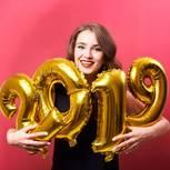 Änderungen 2019 - Frau mit Folien-Ballons