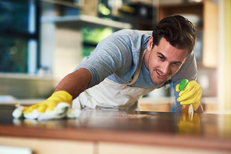 Putzen ist für Männer lebensgefährlich