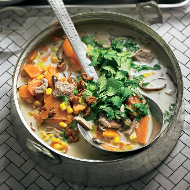 Tom Kha Phed (Thailändischer Eintopf mit Ente)