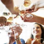 Private Treffen: Kollegen feiern zusammen