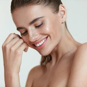 Yoga Skin: Frau mit strahlender Haut
