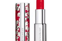 Neu in den Shops im Januar: Givenchy Le Rouge in der Farbe Nr. 325 Rouge Fetiche