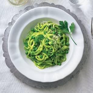 Nudelgerichte: Linguine mit Kräuter-Erbsen-Pesto