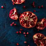 Granatapfel öffnen: Aufgeschnittener Granatapfel