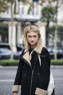 Trendfrisuren 2019: Frau mit kurzem Pony