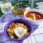 Gemüsesuppe mit pochiertem Ei