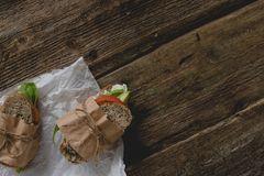 Alternativen zu Alufolie: Eingepacktes Brot