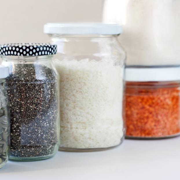 Plastikfrei leben: Lebensmittel in Glasbehältern
