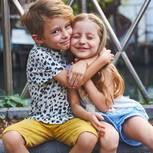 Geschwister: Junge und Mädchen