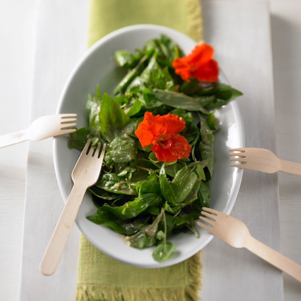 Basilikum-Brunnenkresse-Salat