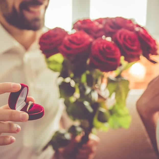 Mann macht falscher Frau einen Antrag – und heiratet sie trotzdem