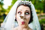 Hochzeitsfotos 2019: Die schönsten Bilder: Braut mit Schmetterling auf der Nase