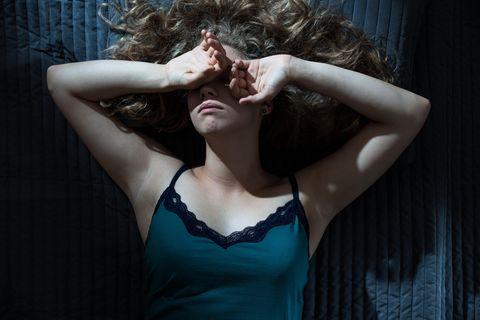 Niedriger Blutdruck: Frau leidet unter Schwindel