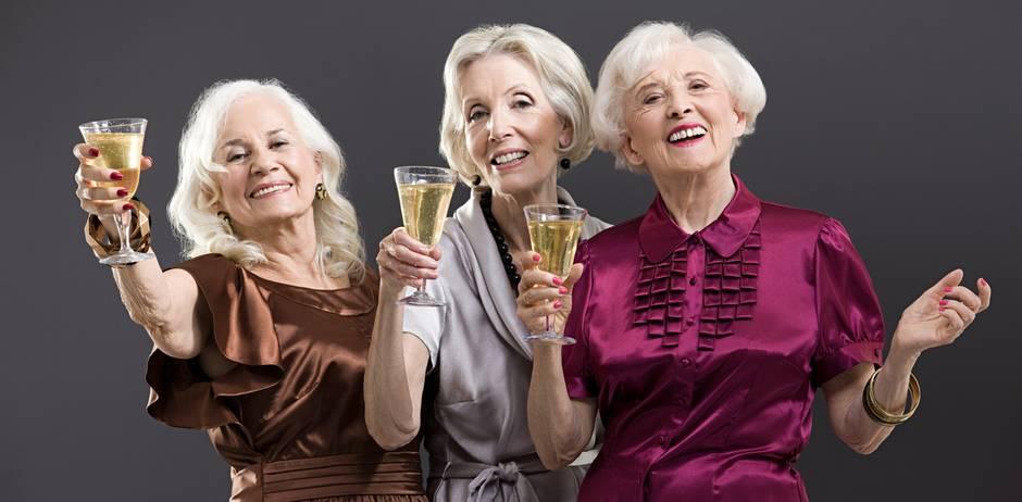 Na dann, Prost! Laut Studie könnten Alkohol, Kaffee und Übergewicht dein Leben verlängern