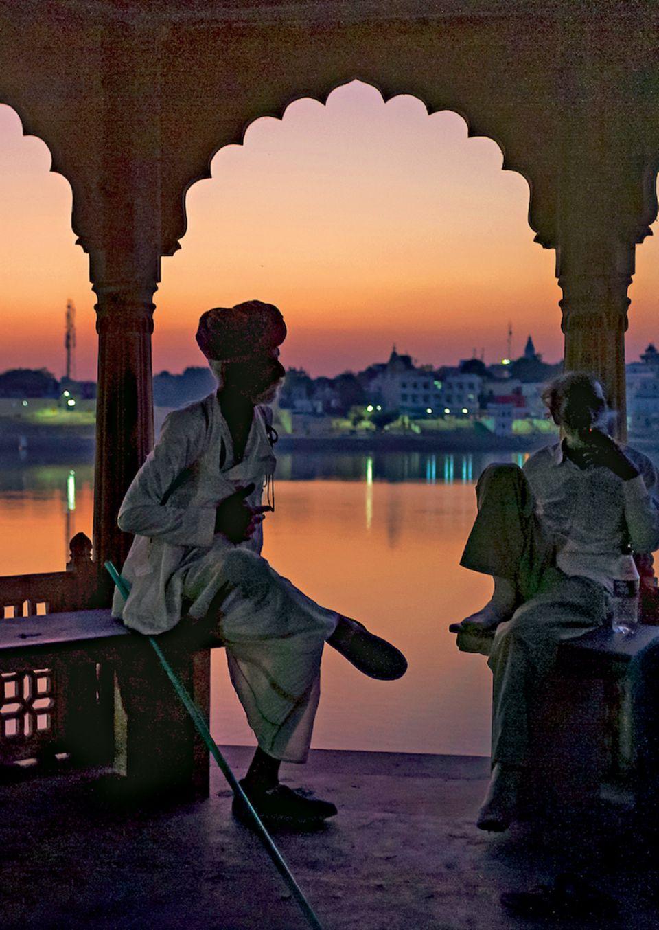 Rajasthan: Sonnenuntergang am heiligen See in Pushkar