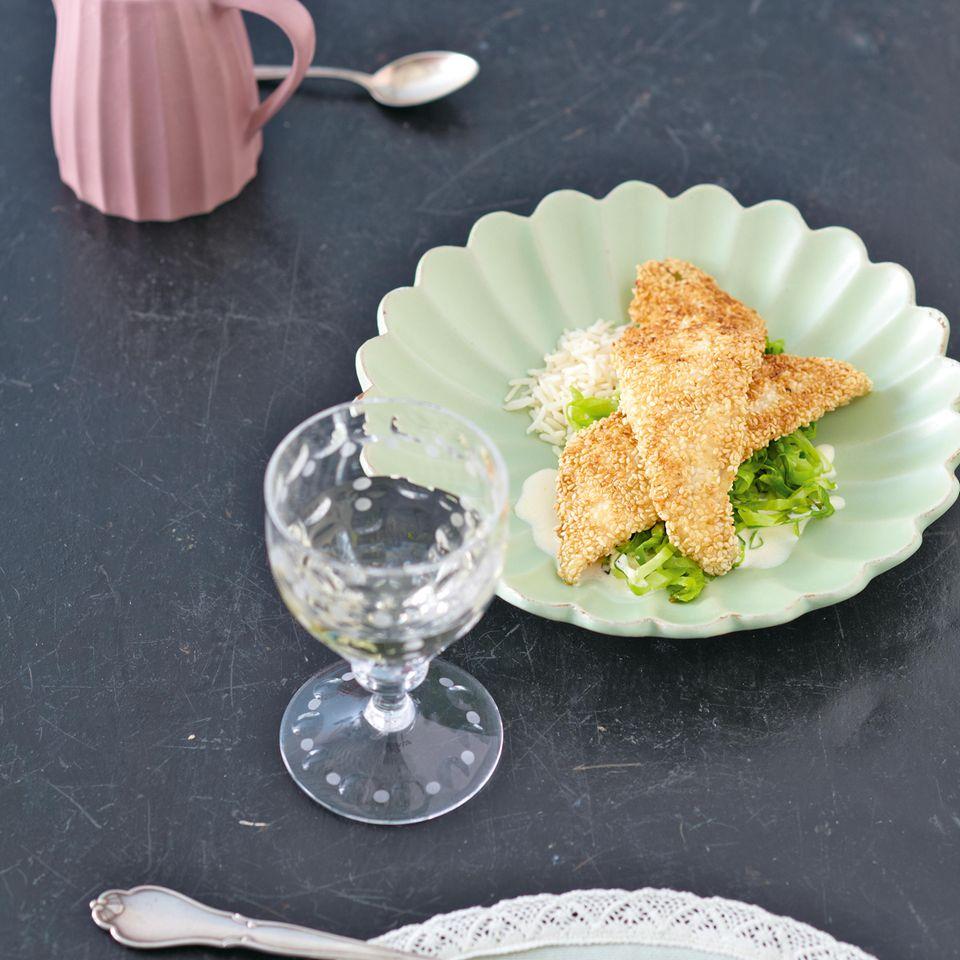 Sesam-Scholle mit Spitzkohl, Jasminreis und Zitronensauce