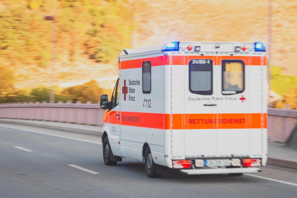 Gaffer öffnen Rettungswagen Um Opfer Besser Sehen Zu Können