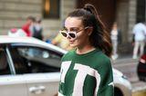 Frisuren für dicke Haare: Frau mit hohem Pferdeschwanz