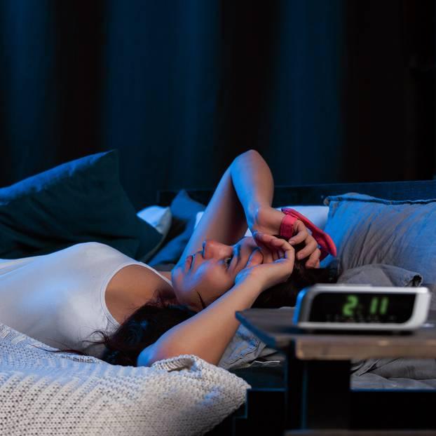 Schlafstörungen: Frau kann nicht einschlafen