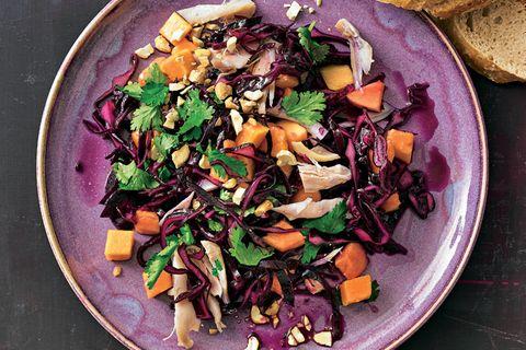 Rotkohl-Papaya-Salat mit Hähnchen