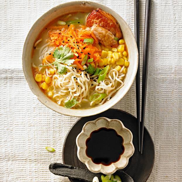 Bunte Ramen-Suppe